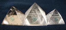 天然水晶ピラミッド.jpg